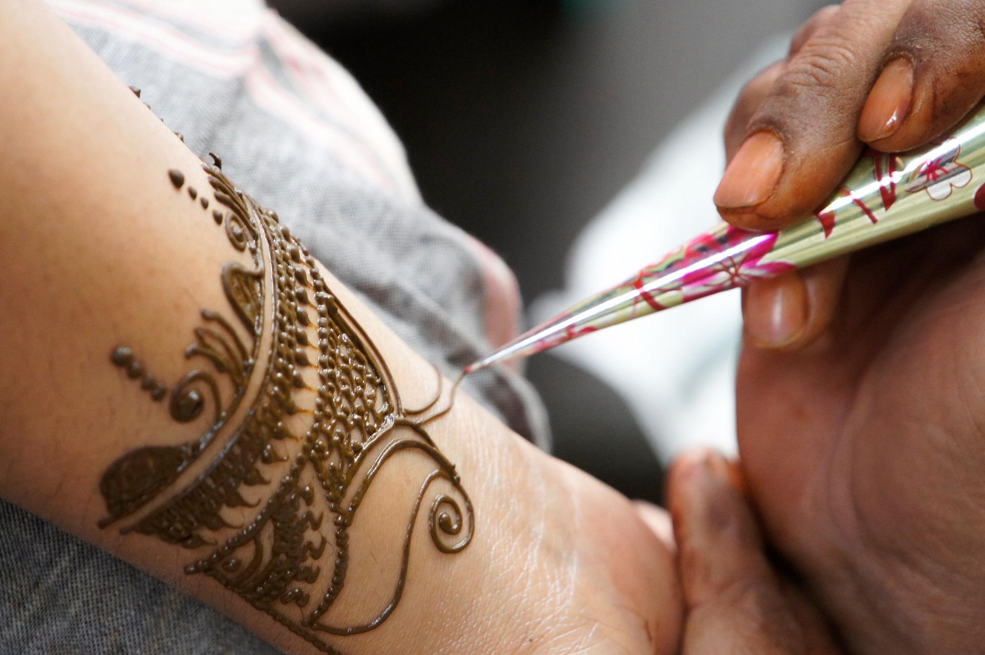 henna artistry body hand